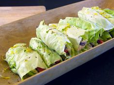 Wrap rolls with chicken batter in cabbage leaf New Recipes, Vegetarian Recipes, Healthy Recipes, Swedish Recipes, Recipies, I Love Food, Good Food, Low Histamine Foods, 400 Calorie Meals