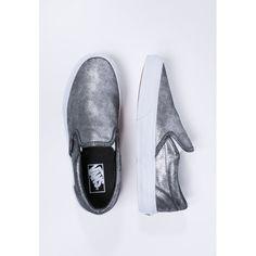 Vans sind nicht nur was für Skater-Chicks! Im Metallic-Look sind sie derzeit besonders angesagt und pimpen jedes Outfit!
