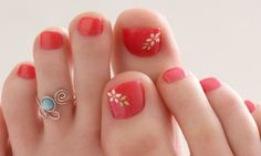 Art toe rings and flower toe nails! style-and-grace Pedicure Colors, Pedicure Designs, Pedicure Nail Art, Toe Nail Designs, Toe Nail Art, Nail Colors, Pretty Toes, Pretty Nails, Nail Arts