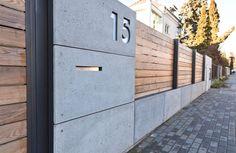 XCEL moderner Zaun Holz und Beton XCEL modern fence wood and concrete - - # House Fence Design, Modern Fence Design, Front Yard Design, Modern Pergola, Diy Pergola, Concrete Fence Wall, Wooden Fence, Compound Wall Design, Tor Design