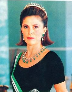 Princess Taghreed, wife of Prince Muhammed bin Talal, wearing a matching tiara and necklace of diamonds and carved emeralds.
