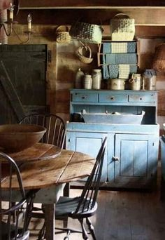 brocante kitchen storage - like/unlike? [blank]Came across these pictures in a French magazine recently, I think it was Maison de Campagne, but can't be sure. Primitive Bedroom, Primitive Homes, Primitive Kitchen, Primitive Furniture, Country Furniture, Upcycled Furniture, Primitive Cabinets, Primitive Antiques, Farmhouse Furniture
