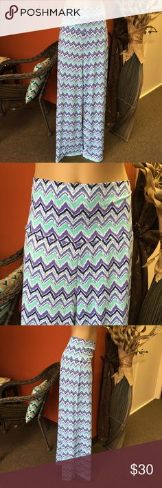 NWOT Indigo Mint palazzo wide leg pants New without tag. Beautiful indigo and mint chevron palazzo pants. Optional folded waist. Great for Spring and Easter! Check out my other palazzo pants listings! new directions Pants Wide Leg