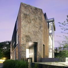 The Leavitt Residence is an extensive renovation to a 1920′s mercantile building in the Chicago neighborhood of Bucktown by architecture studio Miller Hull Partnership