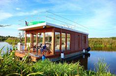 Mit #Hausboot oder #floss in der Natur der #mecklenburgischeseenplatte #chillen … #chillfaktor garantiert  #mvnow