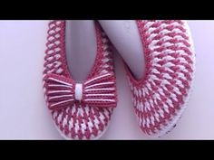 Baby Sweater Patterns, Baby Knitting Patterns, Baby Patterns, Crochet Patterns, Crochet Slipper Pattern, Crochet Shoes, Spring Outfits For Teen Girls, Flower Video, Baby Sweaters