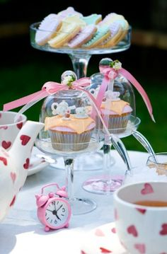 <3 individual cupcake stands. little pink alarm clock. love heart tea set. perfection