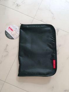 セリアに売っている通帳入れがとっても使いやすくて、収納がしっかりしていておすすめです(^^) 黒字に赤色のタグが大人可愛い商品です!♡♡ Lunch Box, Good Things, Bags, Organize, Storage, Shop, Handbags, Purse Storage, Larger
