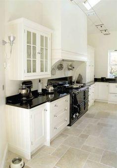 58 Beautiful Modern Laminate Kitchen Worktops Ideas for Kitchen Makeover Kitchen Paint, Kitchen Layout, Kitchen Flooring, Kitchen Backsplash, New Kitchen, Backsplash Ideas, Countertop, Black Kitchens, Cool Kitchens
