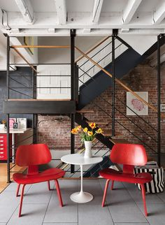 In love with the red highlights in this industrial style flat