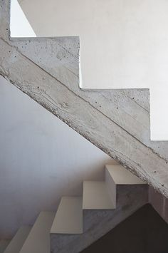 :: STAIRS :: simple concrete steel stair detail, adore the work of Britt Crepain & Stefan Spaens (previously CSO ontwerpers, currently CSD Architecten ) Photo Credit : Luc Roymans Photography #stairs #details