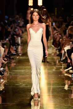 Alex Perry Spring Summer 2014/2015. White gown.