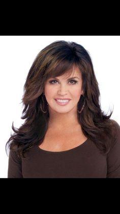 Marie Osmond, cut, style and`color on its' way! Feathered Hairstyles, Hairstyles With Bangs, Pretty Hairstyles, Layered Hairstyle, Medium Hair Styles, Curly Hair Styles, Medium Layered Hair, Fru Fru, Celebrity Hairstyles