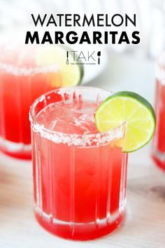 Sweet, refreshing, and just the right amount of boozy, fresh Watermelon Margaritas are as delicious as they are beautiful. Serve them all summer long! Homemade Margarita Mix, Easy Margarita Recipe, Peach Margarita, Homemade Margaritas, Watermelon Margarita, Margarita Recipes, Easy Drink Recipes, Best Cocktail Recipes, Summer Recipes