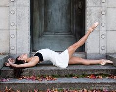 Stunning dance pose ideas for stairs from amazing dance photographers around the world. Be sure to bookmark your favorite dance poses for your next session. Dance Picture Poses, Dance Photo Shoot, Poses Photo, Dance Photos, Dance Pictures, Dancers Pose, Ballet Dancers, Jazz Dance Poses, Bolshoi Ballet