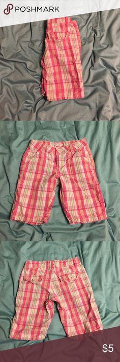Levi's plaid shorts Kids. Adjustable waist. Long shorts. Levi's Bottoms Shorts
