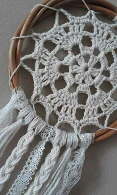 How elaborate # dreamcatcher – crochet pattern Doily Dream Catchers, Dream Catcher Craft, Dream Catcher Boho, Making Dream Catchers, Dream Catcher Patterns, Crochet Home, Love Crochet, Crochet Baby, Knit Crochet