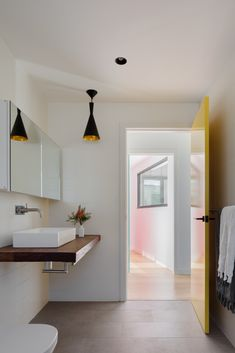 Granny flat design: A chic new build in outer Sydney - The Interiors Addict Steel Cladding, Recycled Brick, Passive Design, Studios Architecture, Modern Architecture, Compact House, Granny Flat, Flat Ideas, Australian Homes