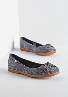 Ready or Knot Flat in Chambray. Here you come, lookin stylish as ever in these chambray ballet flats by Rocket Dog! #blue #modcloth