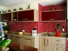 Cozinha com pastilhas vermelhas