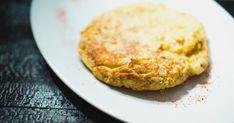 Une omelette de style espagnol avec des pommes de terres! Essayez cette recette facile pour le déjeuner. Brunch, Omelette, Salmon Burgers, Quiche, Breakfast, Ethnic Recipes, Food, World, Apples