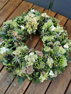 Green Wreath, Floral Wreath, Summer Wreath, Fall Decor, Flower Arrangements, Floral Design, Christmas Decorations, Wreaths, Autumn