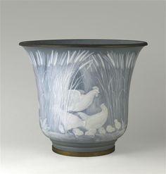 Albert Dammouse (1848-1926). Vase caisse à fleurs. 1906. Porcelaine dure. Sèvres, Cité de la céramique - Sèvres - France