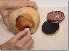 Dê um acabamento natural na cabaça com graxa de sapatos