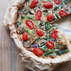 Dacht je dat je eieren nodig hebt om een lekkere quiche te maken? Mooi niet! Vandaag deel ik een heerlijk recept voor een vegan quiche die mega lekker is.