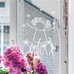 Hiep hoi, het is lente! Teken deze lieve meid #raamtekening, geïllustreerd door Irmadammekes, op je raam om het fijne gevoel te vieren.