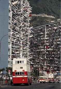 the old hong kong Kowloon Hong Kong, History Of Hong Kong, British Hong Kong, Hongkong, China Hong Kong, Slums, Cities, Old Photos, Cyberpunk
