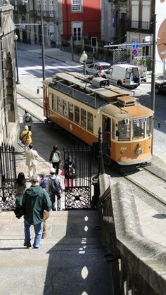 Elétrico 1E de Porto Rio, Bonde, Douro, Street View, Travel, Red Heads, Wine Pairings, Cities, Vintage Cars