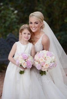 This is Jamie Lynn spears from Zoey 101! I still watch reruns of this show! Can you believe she is married? Look how beautiful she is!