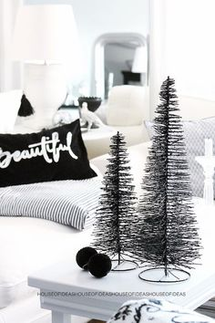 Christmas decoration in black and white 2017 – 2018 http://comoorganizarlacasa.com/en/christmas-decoration-black-white-2017-2018/ Decoración navideña en blanco y negro 2017 - 2018 #Christmasdecorationinblackandwhite2017-2018