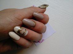 Kit nail art beige, dorures et fleurs délicates Réalisé à la main  Tailles:  XS…