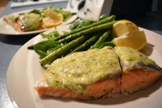 This super quick, super easy meal took no time at all and tasted DELISH! It isn't really a thermomix recipe as such (althoug. Asparagus Salad, Grilled Asparagus, Quirky Cooking, Bellini Recipe, Main Meals, Paleo Recipes, Green Beans, Salmon, Delish
