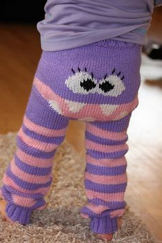 Knitted Monster Pants Pattern Is Super Cute Knitting For Kids, Baby Knitting Patterns, Loom Knitting, Baby Patterns, Knitting Projects, Toddler Pants, Baby Pants, Knit Or Crochet, Crochet Baby
