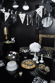 Bold black & white decor will wow guests