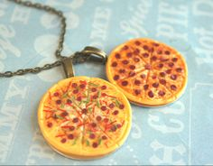 pizza necklace, too cute!