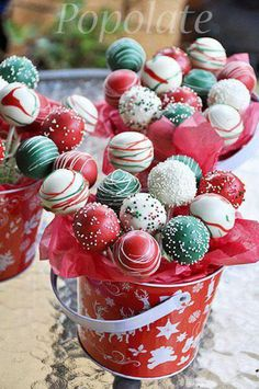 Christmas cake pop bouquet gift More (christmas cooking treats) christmas cooking gifts Christmas Cake Pops, Christmas Snacks, Christmas Cooking, Christmas Goodies, Christmas Candy, Xmas, Christmas Dessert Tables, Christmas Deserts Easy, Christmas Cupcakes Decoration