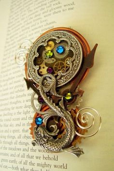 Love this little pendant / brooch***Research for possible future project.