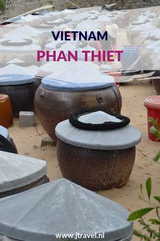 Phan Thiet is een populaire strandbestemming in het zuidoosten van Vietnam. De visserij is grootste industrie van de stad.  Phan Thiet  is beroemd om zijn Nuoc Mam (vissaus), Wil je meer weten over Phan Thiet, kijk dan op mijn website. #phanthiet #vissaus #vietnam #jtravel #jtravelblog #strand