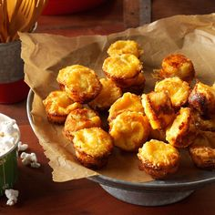 Garlic Bread Mini Muffins Recipe -These little garlic bread bites make a terrific addition to any buffet spread. We make sure to serve them warm. Potluck Recipes, Appetizer Recipes, Dinner Recipes, Cooking Recipes, Bread Appetizers, Cooking Tips, Dinner Ideas, Quick And Easy Appetizers, Appetizers For Party