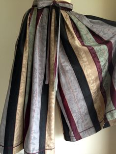 紗の縞着物から袴スカート織柄と縞模様がとても素敵です色が渋くて模様が可愛い*^^*なかなか出会えない着物地です。春夏着物 絹 紗のような.....でもとても柔...|ハンドメイド、手作り、手仕事品の通販・販売・購入ならCreema。