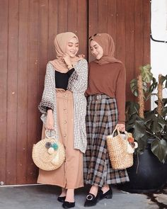 Fashion hijab casual rok Ideas for 2019 Modern Hijab Fashion, Street Hijab Fashion, Hijab Fashion Inspiration, Muslim Fashion, Modest Fashion, Skirt Fashion, Trendy Fashion, Fashion Muslimah, Fashion Fashion