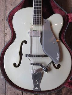 1957 GRETSCH 6030 CONSTELLATION.Exceptional condition late 50's Custom Colour Gretsch 6030.Floating Dearmond pick up.Has had tuners taken off and originals replaced at some point.Original case, All in all an exceptionally collectible piece.