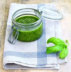 home made pesto. I love fresh raw pesto - no need for parmesan! just un-toasted pinenuts, lots of basil, fresh garlic and some organic olive oil - whizz in a blender and . Pesto Sauce For Pasta, Basil Pesto Sauce, Homemade Pesto Sauce, Salsa Pesto, Pesto Pizza, A Food, Food And Drink, Tasty, Vegetarian Recipes