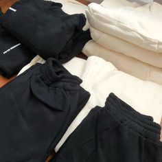 Matching jogger and crop hoodie sets Joggers, Sweatpants, Cropped Hoodie, Hoodies, Fashion, Moda, Runners, Sweatshirts, La Mode