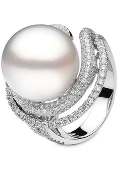 YOKO London white gold ring set with diamonds and a large white cultured pearl.https://br.pinterest.com/thejewelleryed/