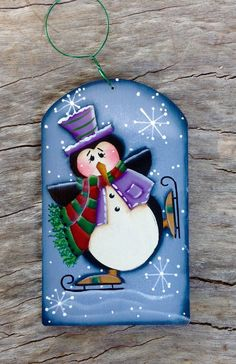 NEW 2015 Winter Skating Penguin Ornament por CountryCharmers